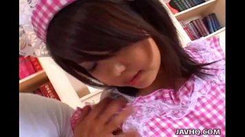 Tarfa bruneta asiatica cu mult par la pizda si cu bucile frumoase care
