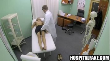 Tarfa care vine la un control vaginal este perforata in anus