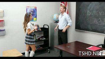 Studenta care este la detentie ce trebuie sa asculte de un profesor si sa faca
