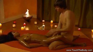 Doua degete in vagin fac magii sexuale si relaxeaza orice femeie dornica