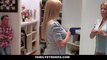 Partida de sex intensa cu o tarfa frumoasa blonda care ii place sa o futi