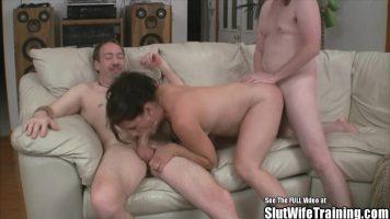 Suge pula la trei barbati pe rand o femeie matura care a picat