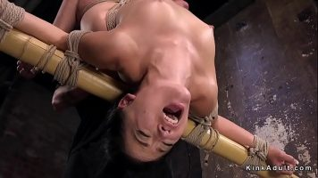 Legata de maini si de picioare in pozitii foarte intense este masturbata foarte agresiv