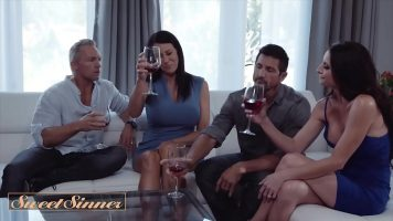 Sticlele de vin le face pe femei sa isi doreasca si pula dupa ce le consuma