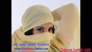Araboaica bruneta care arde de nerabdare sa fie fututa cat mai pervers posibil de clientii