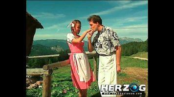 Sex in munti cu femei mature care isi asteapta randul la pula
