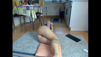 Poarta genunchiere aceasta femeie tatoasa care da din buci pe internet