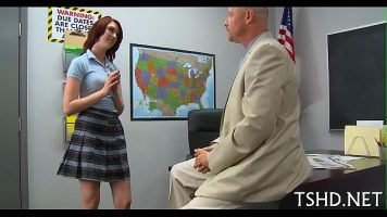 Acest profesor este foarte putin indulgent si ii trage cu pula pe la spate foarte