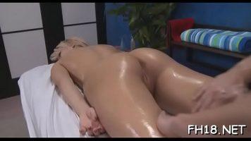 Masajul corporal erotic trebuie sa fie foarte ferm pentru ca femeia sa se relaxeze total