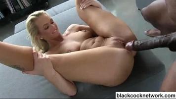 Femeie creola la piele face sex nebun cu un tip negru