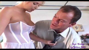 Tanara imbracata intr-o rochie de mireasa care face sex pentru ultima oara cu un strain