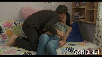 Bruneta fututa de prietenul ei in timp ce se au webcamul pornit deoarece doresc sa