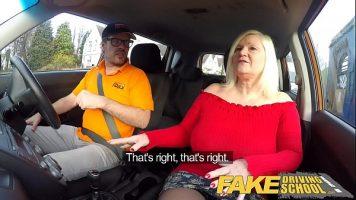 Matura care doreste sa invete sa conduca este luata prin surprindere de propunerea