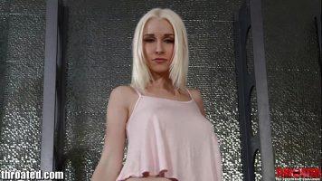 Blonda senzuala cu sanii frumosi se dezbraca si se fute