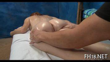 Roscata care apeleaza la serviciile sexuale ale unui barbat ce face masaj de relaxare