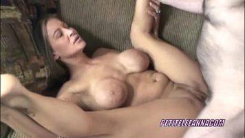 Sex cu o femeie matura cu sanii mari si cu burtica