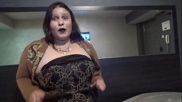 Tarfa foarte grasa cu sanii imensi pregatita sa faca orice pentru a face sex