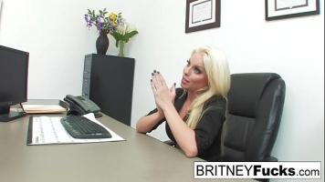 Femeie matura care are nevoie de un job vine la un interviu