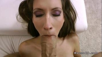 Sex foarte dur cu o prostituata matura slaba care o primeste adanc