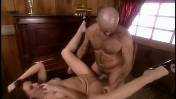 Sex anal cu o tarfa matura cu chef de futaie foarte dura la pasarica ei umeda